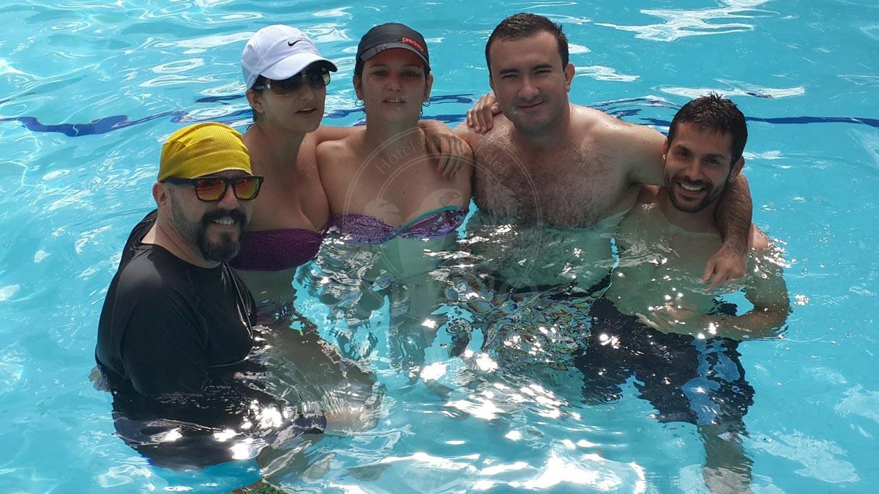 La diversión entre amigos continua… Hotel & Restaurante Parador del Gitano