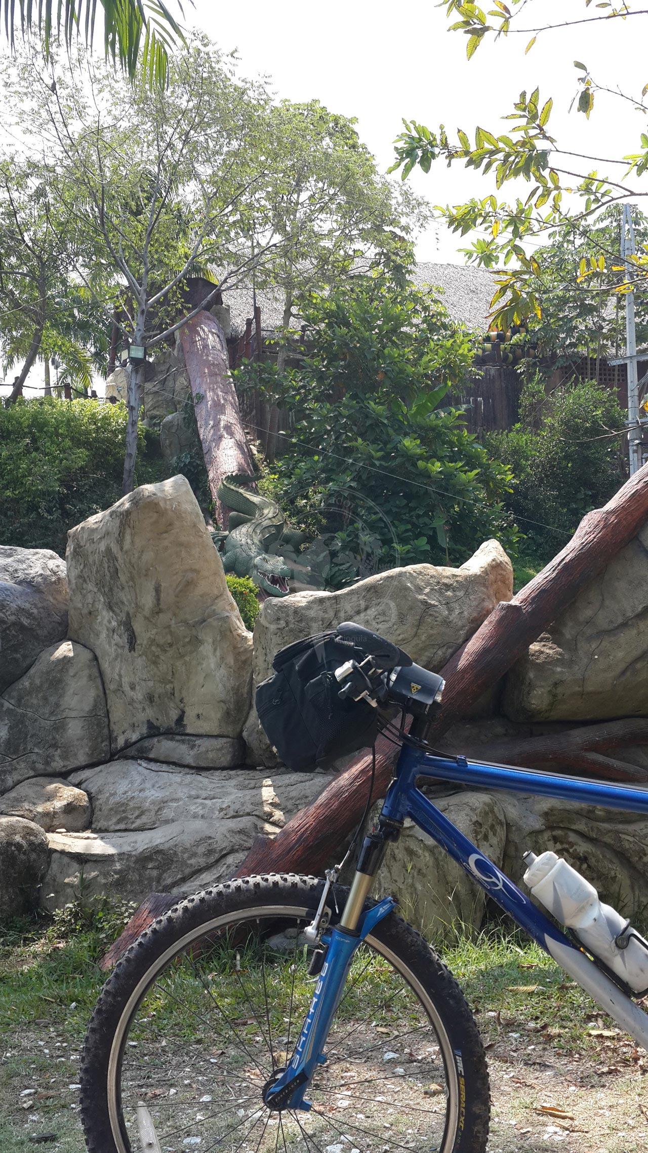 Al parque en Bici Parque Temático Hacienda Nápoles Hotel & Restaurante Parador del Gitano