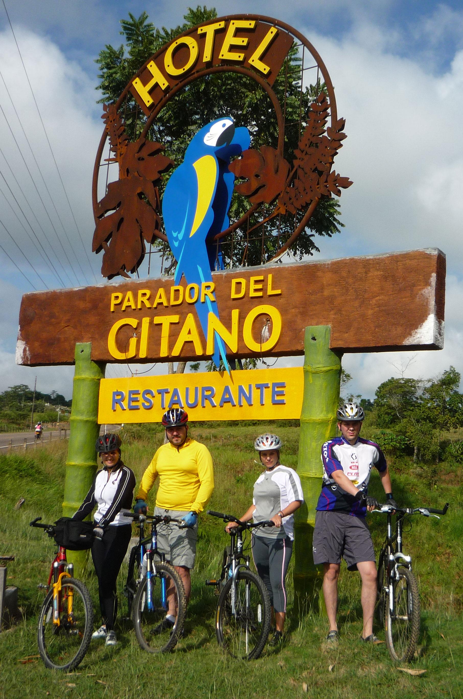 pasea en bici cn tus amigos - Hotel & Restaurante Parador del gitano - Nápoles - Doradal - Rio claro