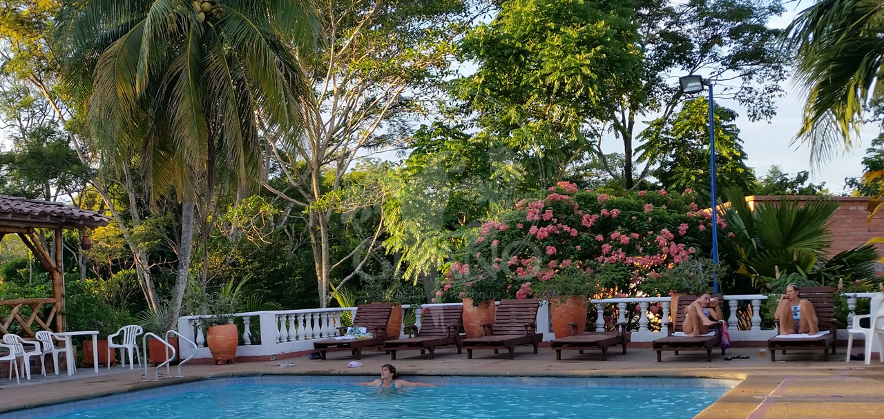 Asoleadoras para el descanso y tomar el sol - Hotel & Restaurante Parador del gitano - Nápoles - Doradal - Rio claro