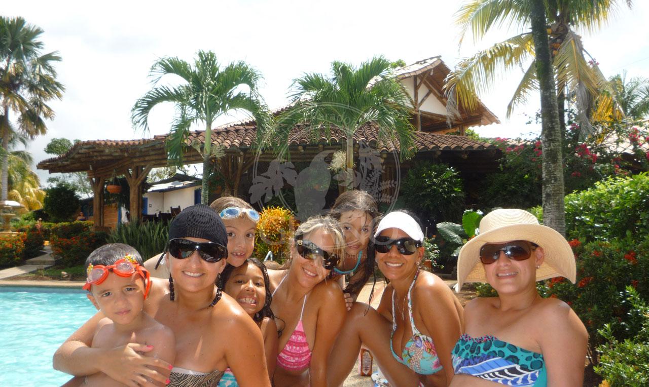 Disfruta del sol en familia - Hotel & Restaurante Parador del gitano - Nápoles - Doradal - Rio claro