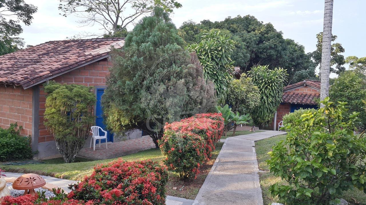 un-descanzo-placentero-entre-bosque-y-fauna-hotel-restaurante-parador-del-gitano-napoles-doradal-rioclaro-02