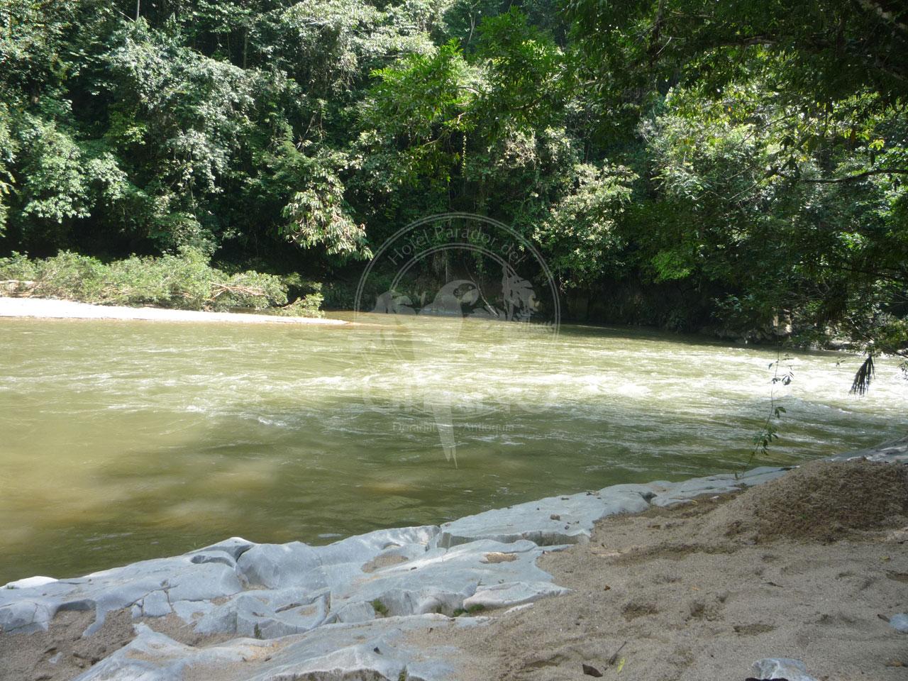 Descansa y disfruta a orillas del Río Claro - Hotel & Restaurante Parador del gitano - Nápoles - Doradal - Rio claro