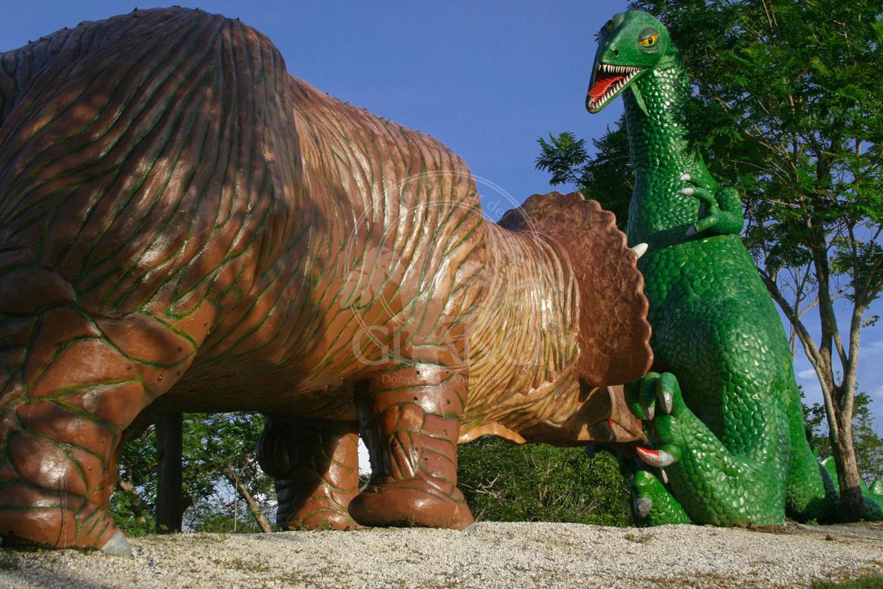Los dinosaurios cobran vida ante tus ojos - Parque Temático Hacienda Nápoles - Hotel & Restaurante arador del Gitano - Nápoles - Doradal - Rio claro
