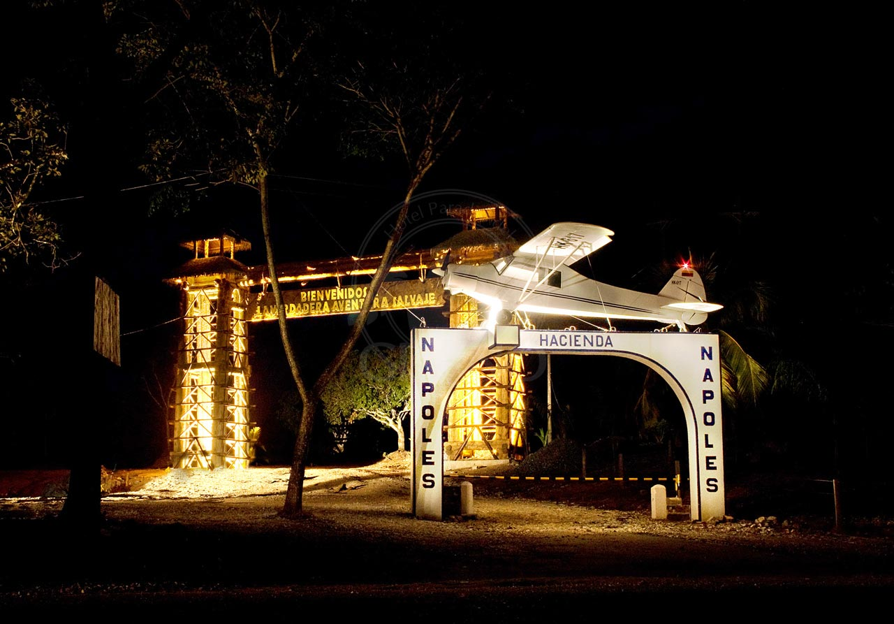 Parque Temático Hacienda Nápoles - Hotel & Restaurante Parador del Gitano - Nápoles - Doradal - Rio claro