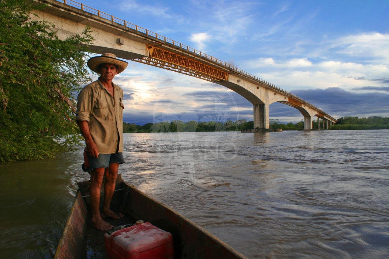 Puente la Paz sobre el Rio Magdalena - Hotel & Restaurante Parador del Gitano - Nápoles - Doradal - Rio claro
